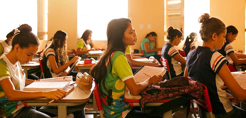 várias meninas em uma escola do projeto escolas do sertão