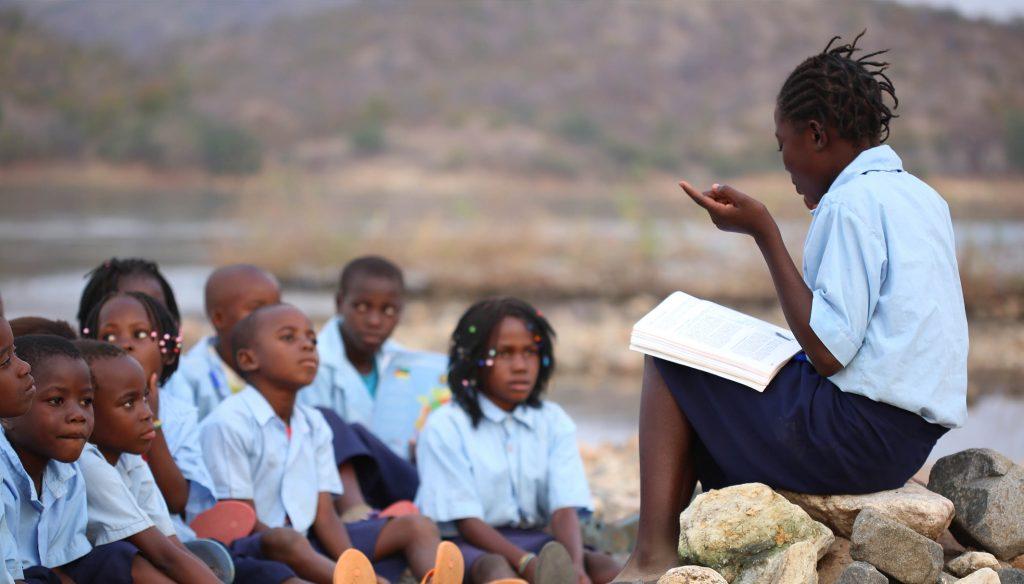 grupo de leitura de crianças